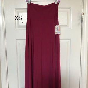 Xs slinky maxi skirt! Nwts